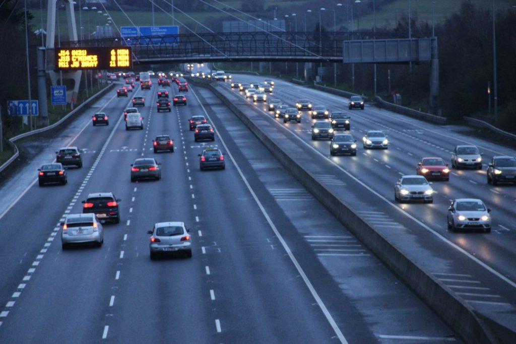 městský dálniční okruh M50 v Irském Dublinu
